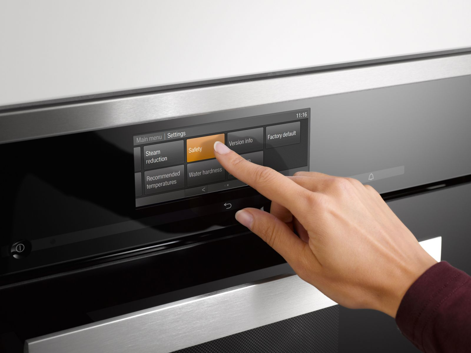 Miele sensor controls high-resolution touch display